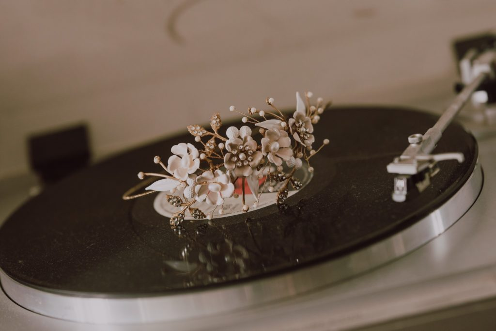 the wedding hairpiece spins on the turntable